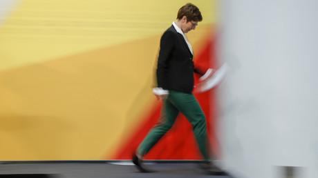 Angeschlagen: Annegret Kramp-Karrenbauer nach der Pressekonferenz zur Hamburg-Wahl am Montag in Berlin