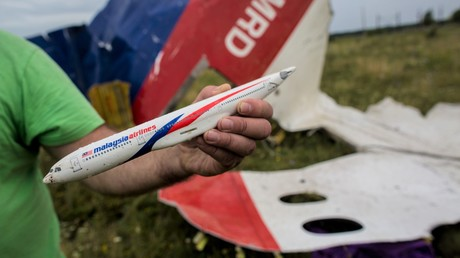 Wrackteile der Boeing 777 von Malaysia Airlines mit Flugnummer MH17 im Kriegsgebiet in der Ostukraine
