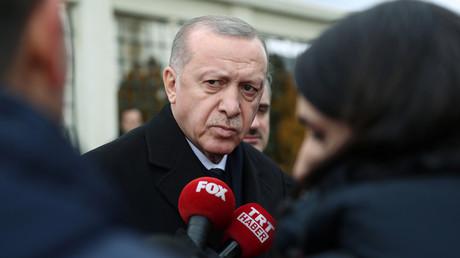 Der türkische Staatspräsident Recep Tayyip Erdoğan gibt Interview türkischen Medien nach einem Moscheebesuch am 21. Februar 2020 in Istanbul.