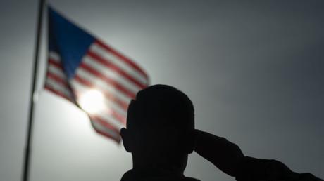 Ein Feldwebel und Fotojournalist des US-Militärs trauert um Kollegen, die bei einem Anschlag ums Leben kamen.