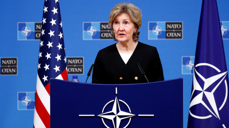 Die US-Botschafterin bei der NATO Kay Bailey Hutchison informiert die Medien im Vorfeld einer Tagung der NATO-Verteidigungsminister in Brüssel, Oktober 2018.