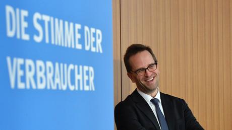 Verbraucherschützer Klaus Müller vor der Pressekonferenz am Freitag in Berlin