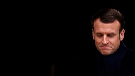 Macron am 28. Februar 2020 während der Trauerzeremonie für den verstorbenen französischen Journalisten und Intellektuellen Jean Daniel im Hotel des Invalides in Paris, Frankreich.