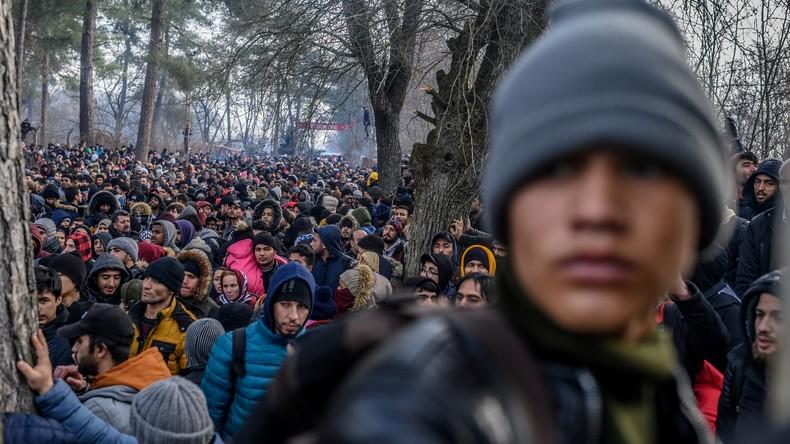LIVE: Asylsuchende warten an der griechisch-türkischen Staatsgrenze
