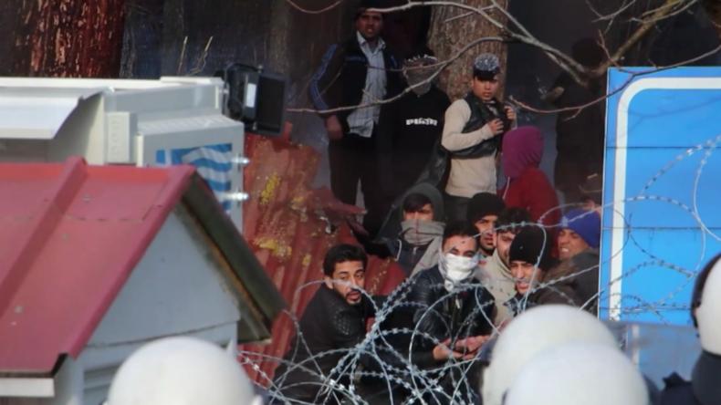 Massiver Migrationsstrom auf griechische Grenze: Tränengas gegen gewaltbereite Migranten eingesetzt