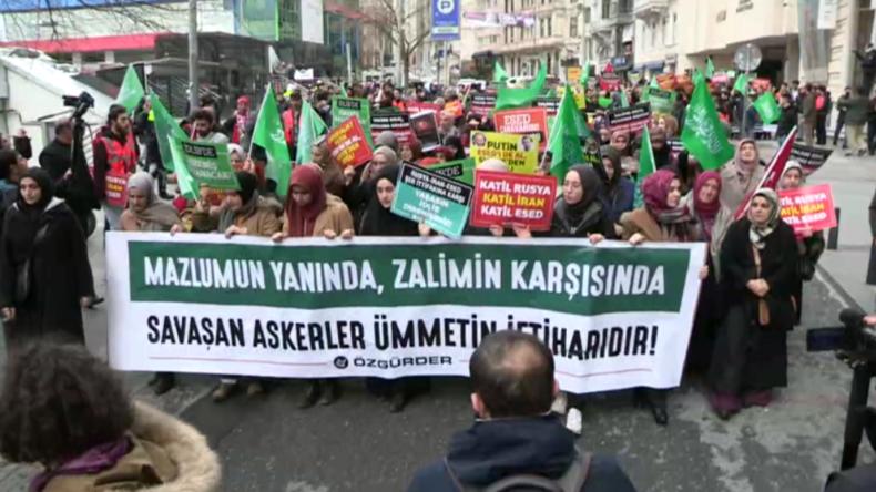 "Istanbul: Hunderte Türken protestieren vor russischem Konsulat gegen ""Russlands Imperialismus"""
