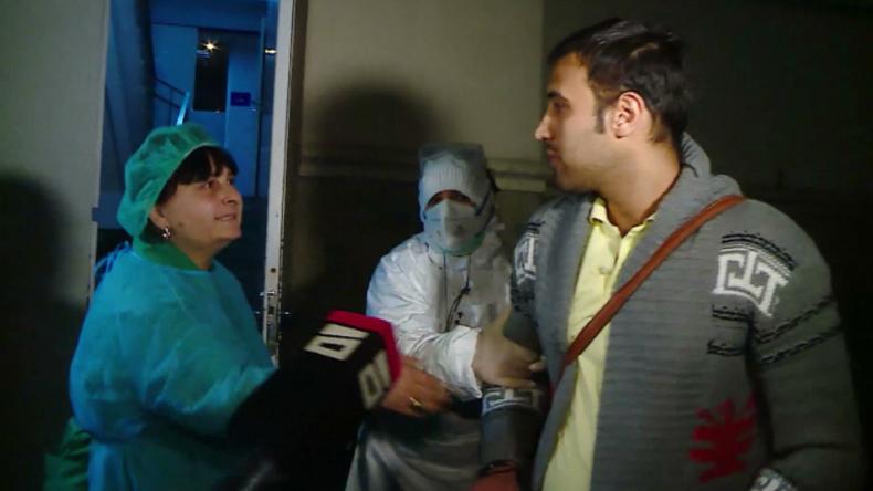 Skurrile Szene in Georgien: Krankenschwestern zerren mutmaßlichen Corona-Kranken ins Krankenhaus