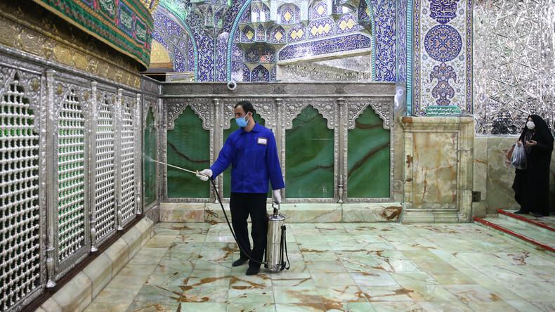 Iraner lecken an Heiligtümern aus Protest gegen Sicherheitsvorkehrungen wegen Coronavirus-Epidemie