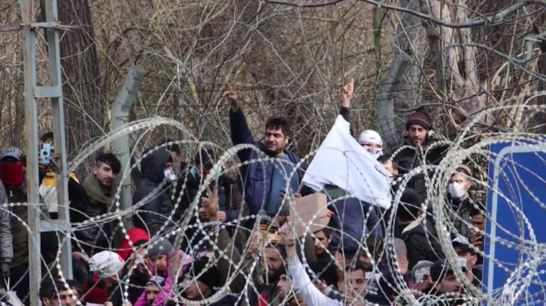 Türkisch-griechische Grenze: Migrantenansturm nimmt zu - Militärwagen mit Steinen eingeschlagen