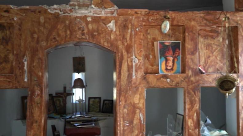 Lesbos: Einheimische behaupten, dass Migranten Kirche angegriffen und zerstört haben