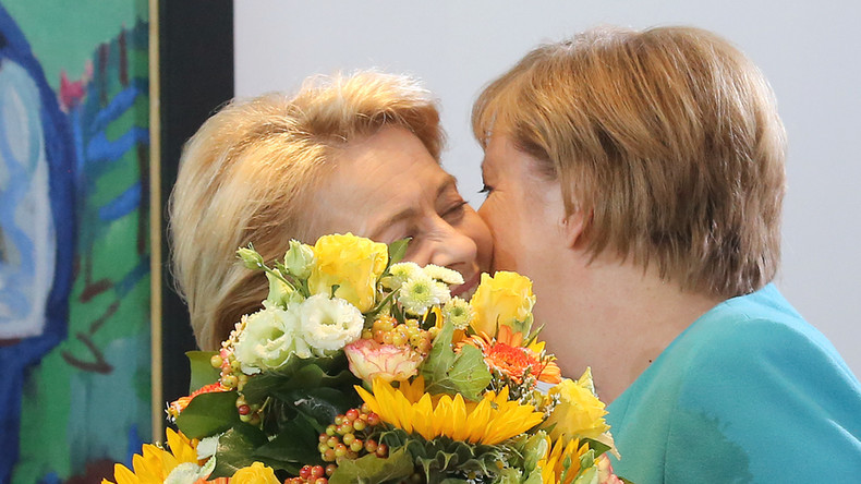 Coronavirus ändert Begrüßungsformeln: Salutieren und Verbeugen statt Küssen und Umarmen