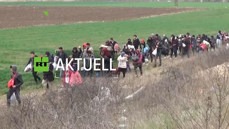RT-Umfrage: Soll Deutschland Migranten von der griechischen Grenze aufnehmen?