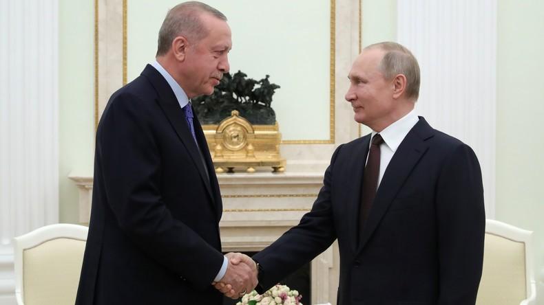 Putin und Erdoğan sprechen über die Lage in Idlib (Video)