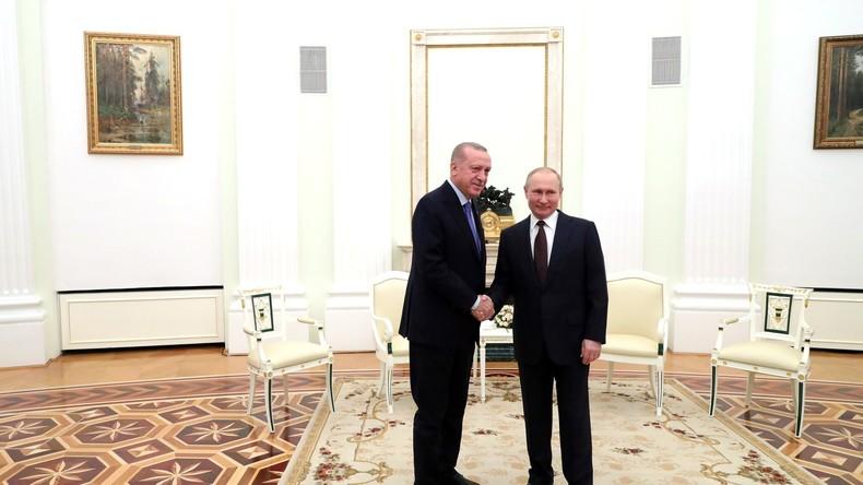 Putin und Erdogan geben Pressekonferenz nach Treffen in Moskau (Video)