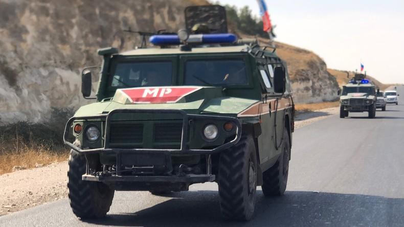 Syrien: Russische und türkische Streitkräftepatrouillieren gemeinsam in der Nähe von Saraqib