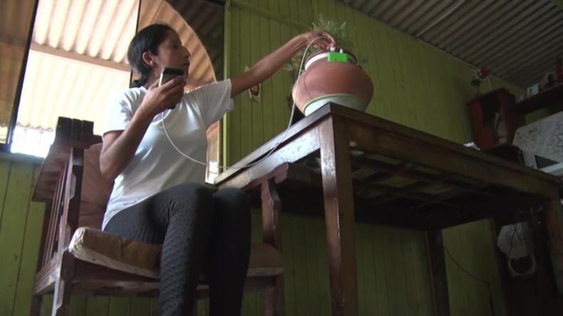 Einzigartiger Tontopf erhellt das Leben und bringt Energie ins Armenviertel von Lima