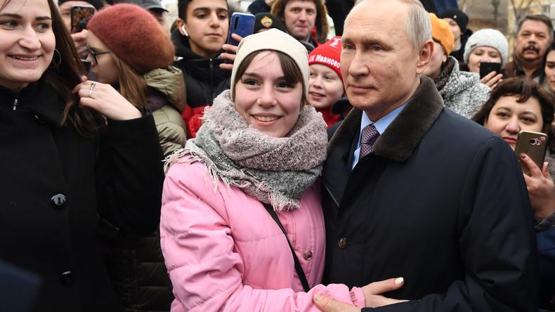 Bei Treffen mit Bürgern: Junge Frau bittet Putin, sie zu heiraten