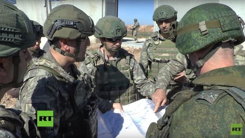 """""""Damit es keine Probleme gibt"""": Gemeinsame Streife in Idlib mit russischen und türkischen Soldaten"""