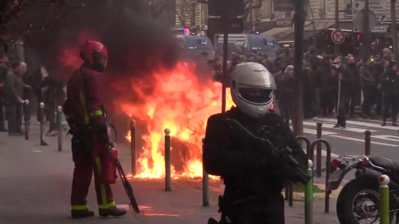 Frankreich: Gelbwesten ignorieren Coronavirus-Maßnahmen bei gewaltsamer Kundgebung in Paris