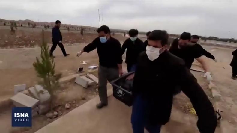 Mit Bildern von realen Beerdigungen: Teheran will Gerüchten über Massengräber begegnen