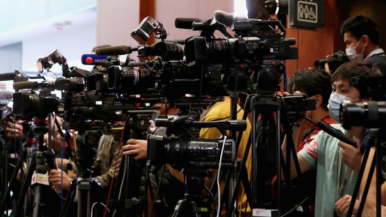 Medienkrieg: Peking fordert US-Journalisten auf, ihre Presseausweise abzugeben