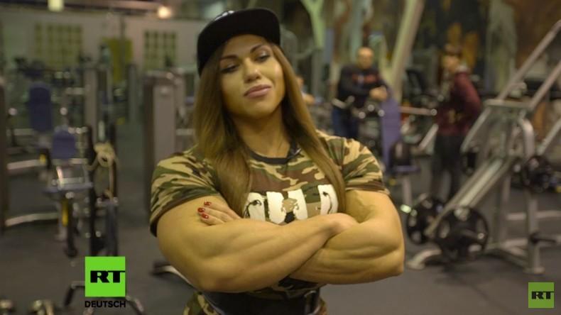 """RT-Doku """"Königin der Muckibude"""": Russische Bodybuilderin  ist muskulöseste Frau der Welt"""