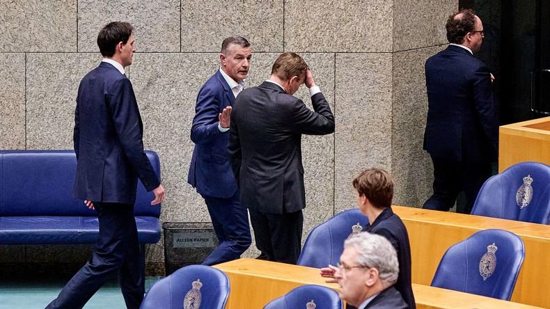 Schwächeanfall: Niederländischer Gesundheitsminister bei Corona-Sitzung im Parlament kollabiert