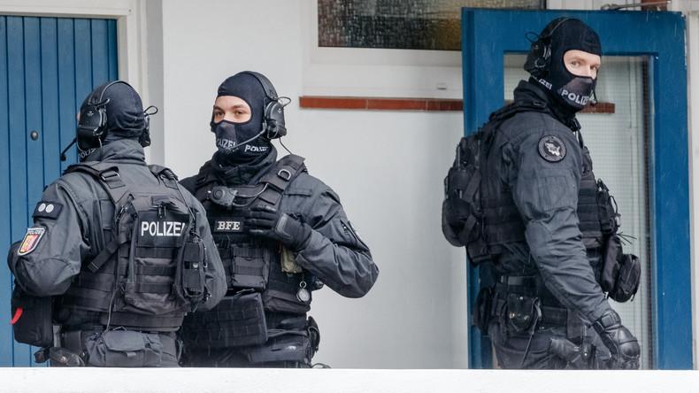 """Reichsbürger-Gruppierung """"Geeinte deutsche Völker und Stämme"""" verboten – Razzien in zehn Ländern"""