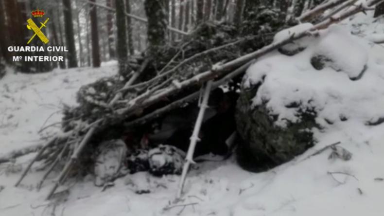 Spanien: Paar flüchtet vor Coronavirus in verschneiten Bergwald – Polizei findet sie in Erdhöhle