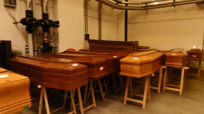 Corona-Krise in Italien: Triage-Zeltlager, überfüllte Krematorien und Armee-Leichentransporte