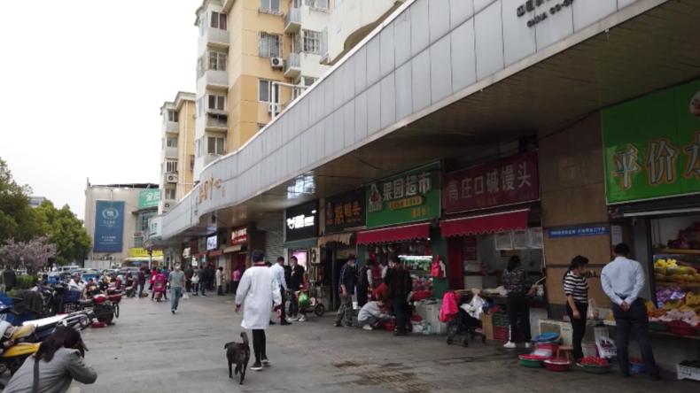 China: Leben kehrt nach Lockerung der Coronavirus-Maßnahmen auf die Straßen von Nanjing zurück