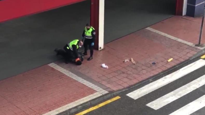 Spanien: Gewaltsame Festnahme wegen angeblicher Verletzung der Corona-Auflagen
