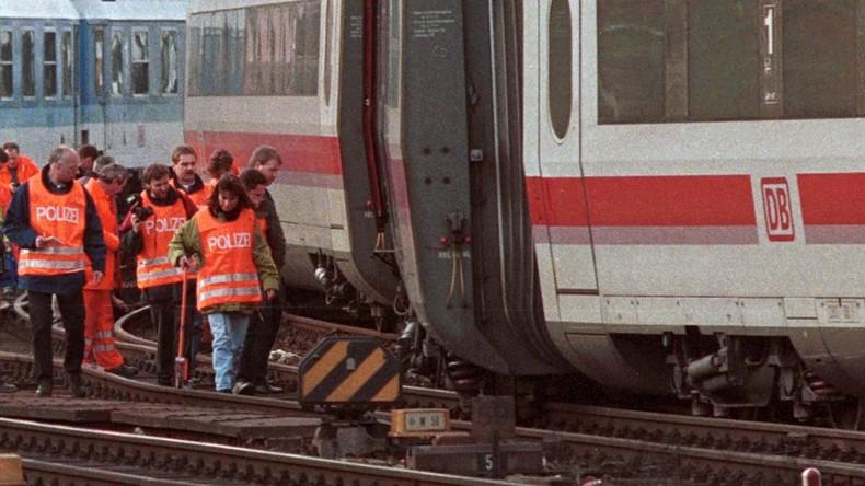 Anschlag? IC prallt gegen Streusandkasten auf Gleisen