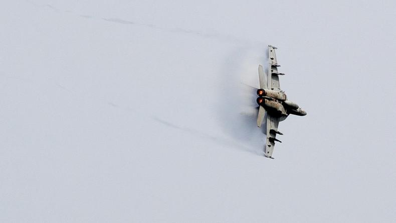 """F-18 Kampfjets testen iranische Luftabwehr während Corona-Krise: """"Das ist die letzte Warnung. Over."""""""