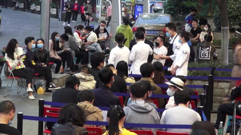 Regelrechter Ansturm auf Restaurants nach Lockerung der Corona-Maßnahmen in Millionenstadt Chongqing