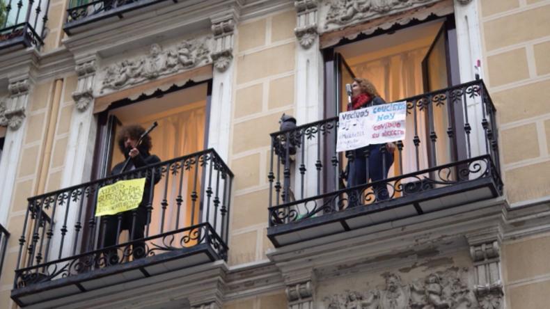 Madrid: Soulsängerin gibt Balkonkonzert für Nachbarn – Krise hat auch positive Seiten