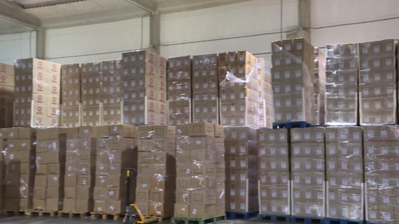 Corona-Hilfslieferungen aus China erreichen Spanien: Tonnenweise Masken, Schutzbrillen und Anzüge