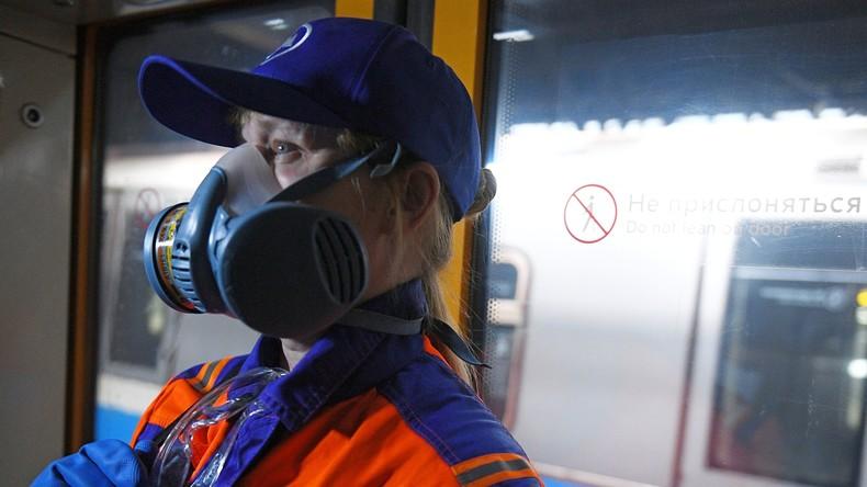 Coronavirus: Desinfektionsarbeiten in Zügen der Moskauer Metro