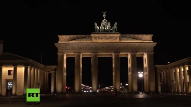 """LIVE: """"Earth Hour"""" in Berlin – Am Brandenburger Tor gehen die Lichter aus"""