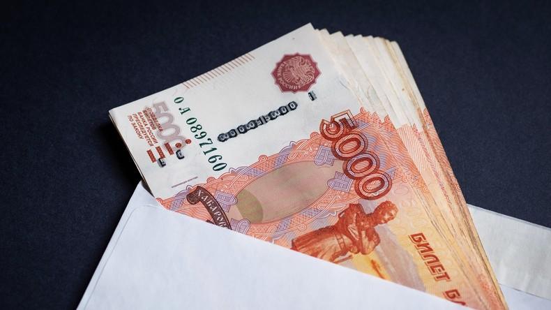 Angekohlte Kohle: Russin legt Geldscheine in Mikrowelle zwecks Desinfektion – mit schlimmen Folgen