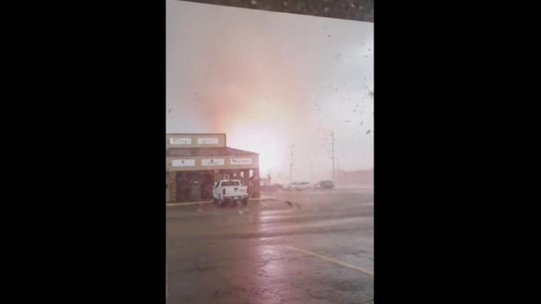 USA: Und plötzlich wütet ein Tornado vor dem Fenster – Krasse Aufnahmen aus Arkansas
