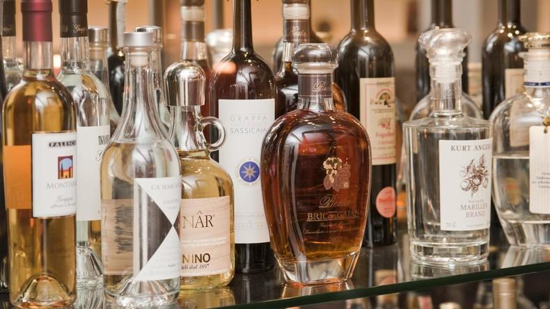 Schnaps gegen Corona: Destillerie stellt Desinfektionsmittel aus Alkoholvorräten der Bevölkerung her