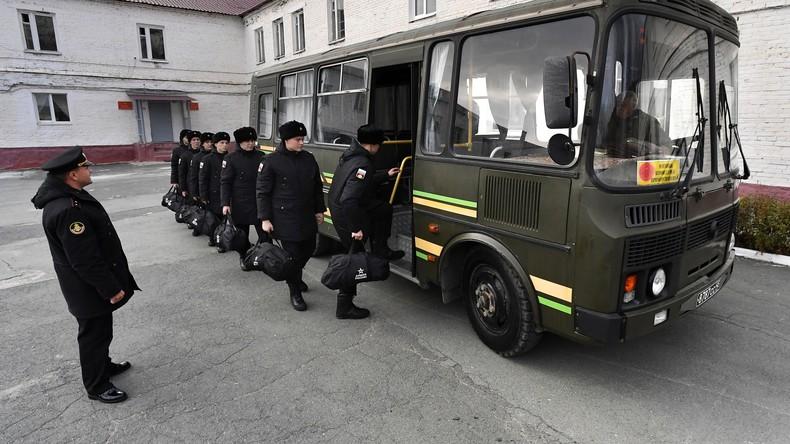 Russische Armee ordnet trotz COVID-19 planmäßige Einberufungen zum Wehrdienst an