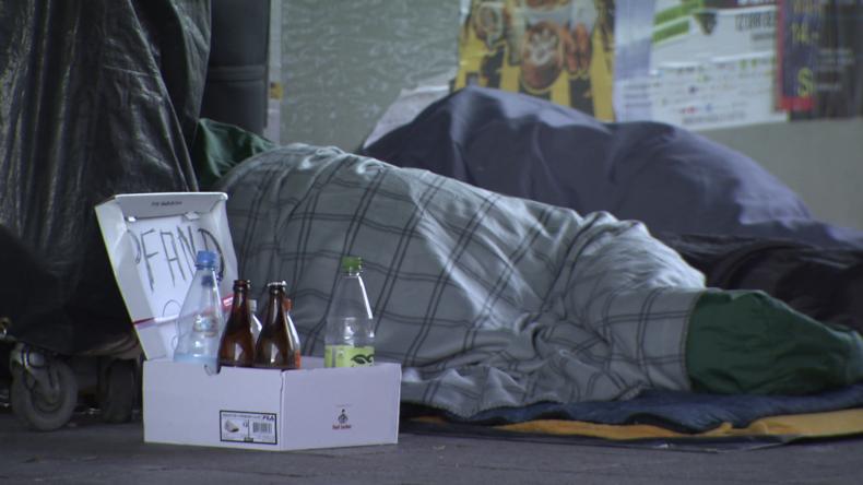 Obdachlosenhilfe fordert Politik zur Beschlagnahme von Hotels auf (Video)
