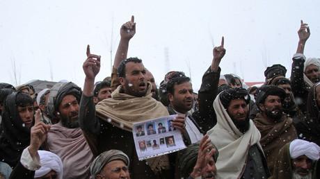 Afghanen protestieren gegen US-Spezialkräfte, die der Beteiligung an Folter und Morden beschuldigt werden.