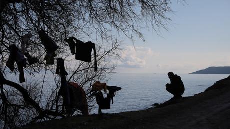 Ein Migrant in der Nähe des Dorfes Skala Sikamias auf der Insel Lesbos, Griechenland, 6. März 2020.