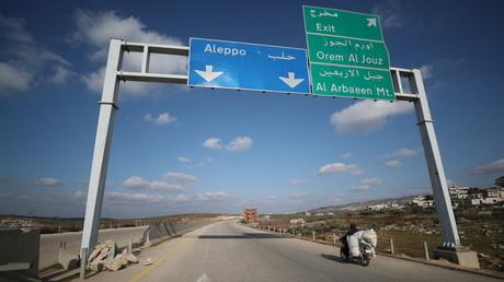 Die für die syrische Regierung strategisch wichtige Autobahn M4 verlief durch von Terroristen und Dschihadisten kontrolliertes Gebiet in Idlib. (Bild vom 17. Februar)