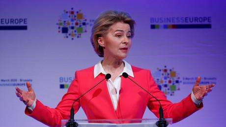Ist mit sich im Reinen: Die Präsidentin der Europäischen Kommission, Ursula von der Leyen während einer Rede auf der BusinessEurope-Konferenz in Brüssel, Belgien, am 5. März 2020.
