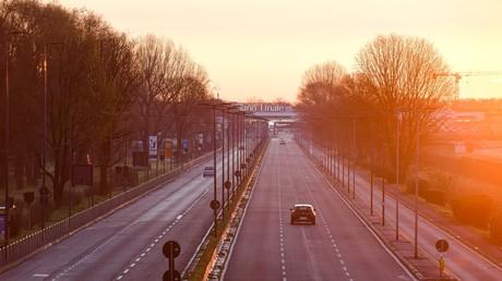 Milan – Leere Straße zum Flughafen nach Einrichtung der Massenquarantäne