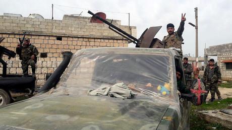 Soldaten der syrischen Armee in Idlib zeigen sich siegesgewiss. (5. März 2020)